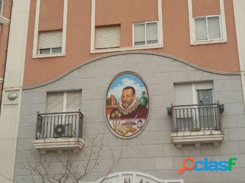 Piso de 3 dormitorios, 2 baños y garaje en Ramón y Cajal.