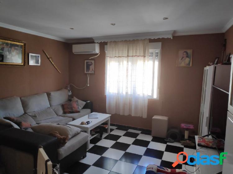 Piso de tres dormitorios y un baño estancias amplias y a 5