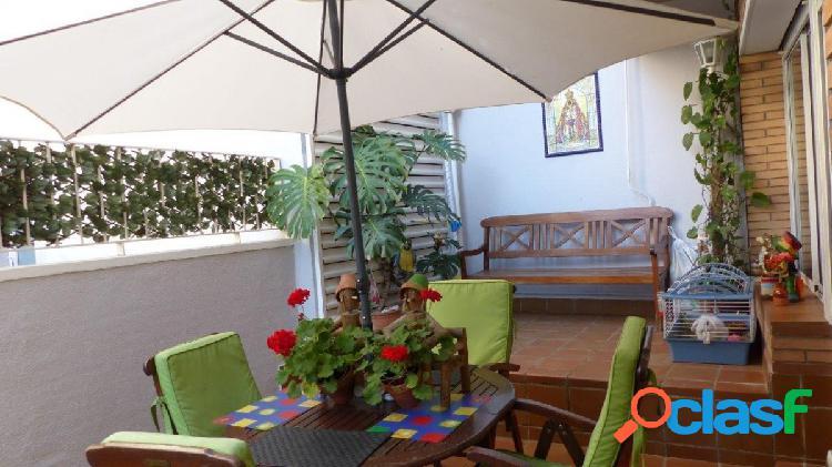 Planta baja de 3 Habitaciones, 2 baños, Terraza de 25 m2 y