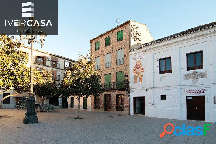 Plaza España-junto Ayuntamiento e Iglesia
