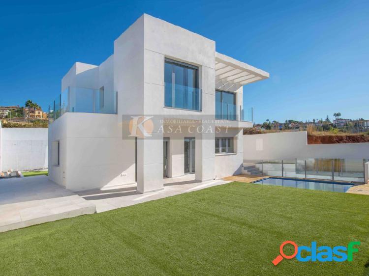 Villa independiente en venta en La Sierrezuela, Mijas Costa.