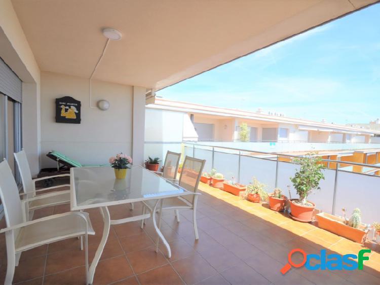Ático de dos dormitorios con dos terrazas y plaza de