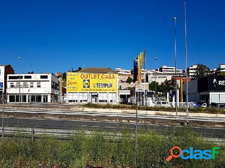 Amplia nave industrial en Olias del Rey