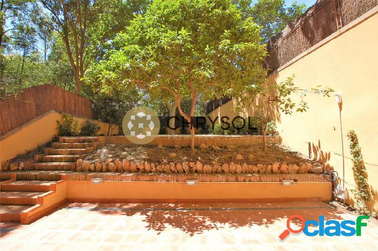 Dúplex con jardín en la calle Balmes en alquiler.