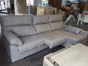 Sofá chaiselongue 2.80 mtrs con arcón y asientos
