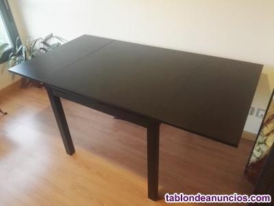 Mesa extensible ikea y 4 sillas con cojines