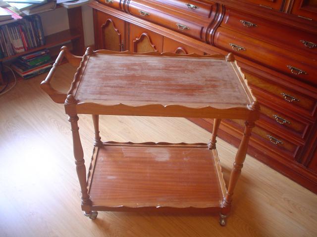 Mesa camarera de madera con patas torneadas de 45 cms. de