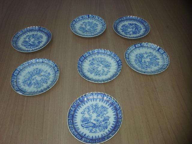Platos de 12 cms. de loza en tonos azules, de 12 ms.de