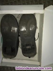 Se vende zapatos con ruedas a estenar