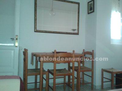 Conjunto de mesa y sillas castellanos