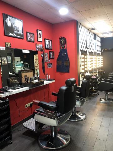 Se traspasa peluquería,barbería,tatuajes y tienda de ropa