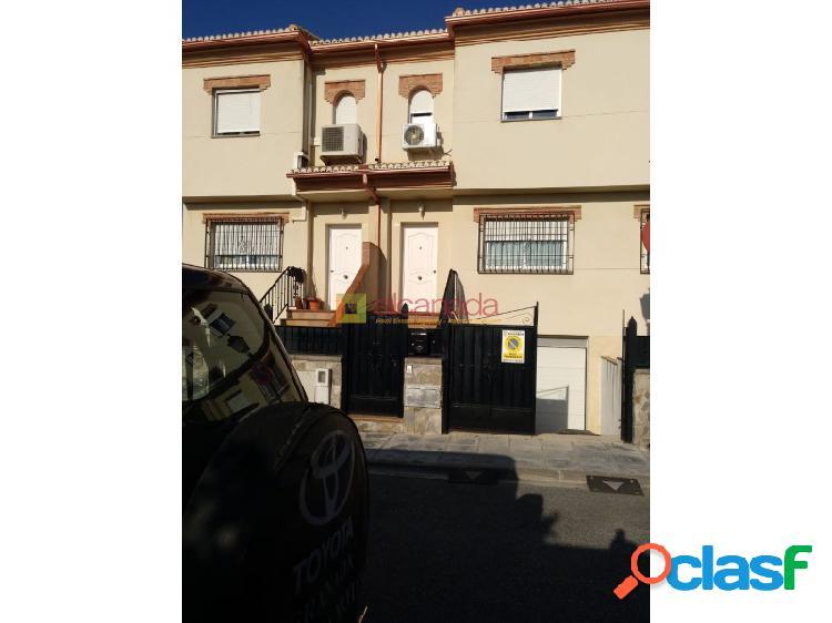 Adosado a la venta en Ojijares, Granada.