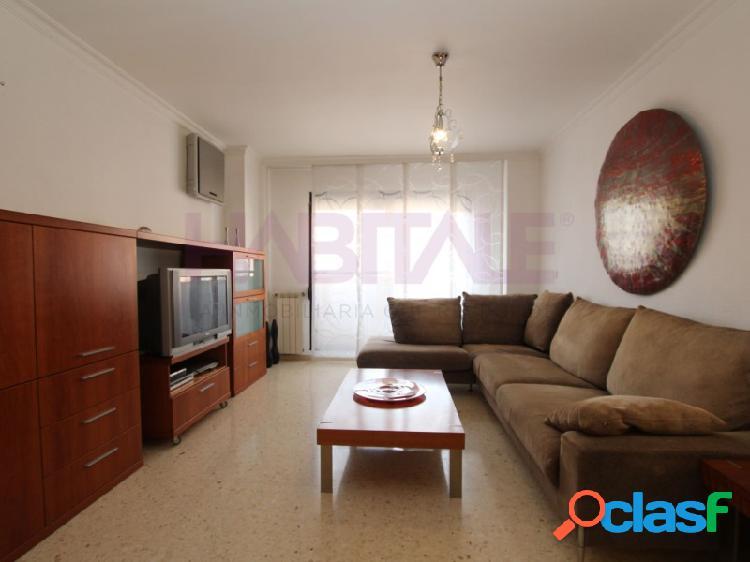 Amplio piso amueblado de 3 habitaciones y 2 baños