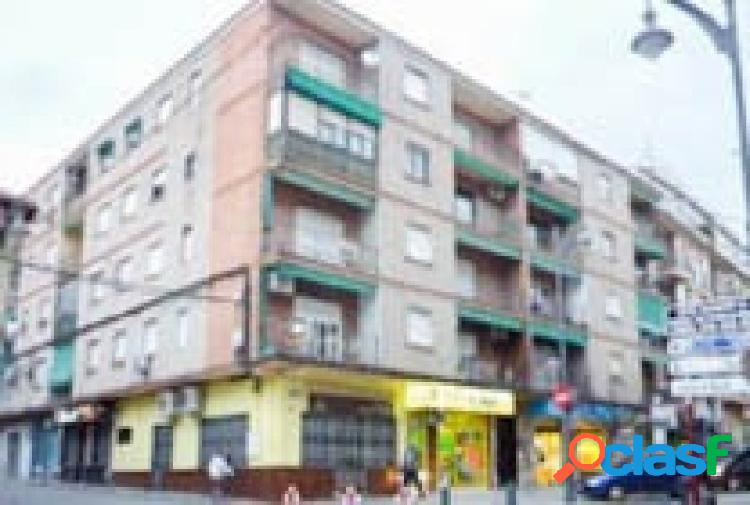 Amplio piso de 3 dormitorios en pleno centro de Atarfe,