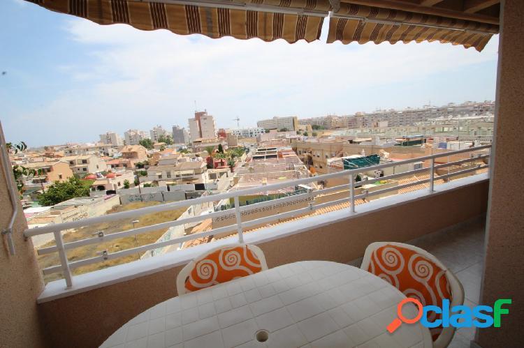 Atico con gran terraza y vistas despejadas en Torrevieja