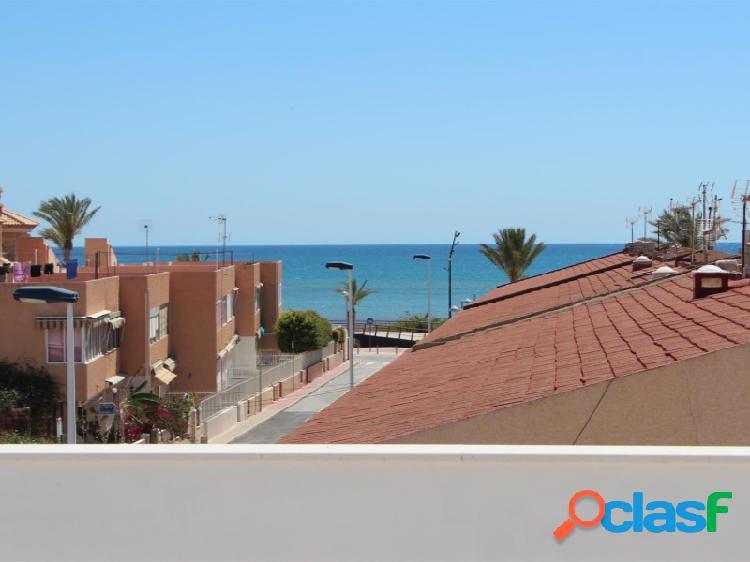 Atico son terraza solarium a 100 de la playa del Mojón