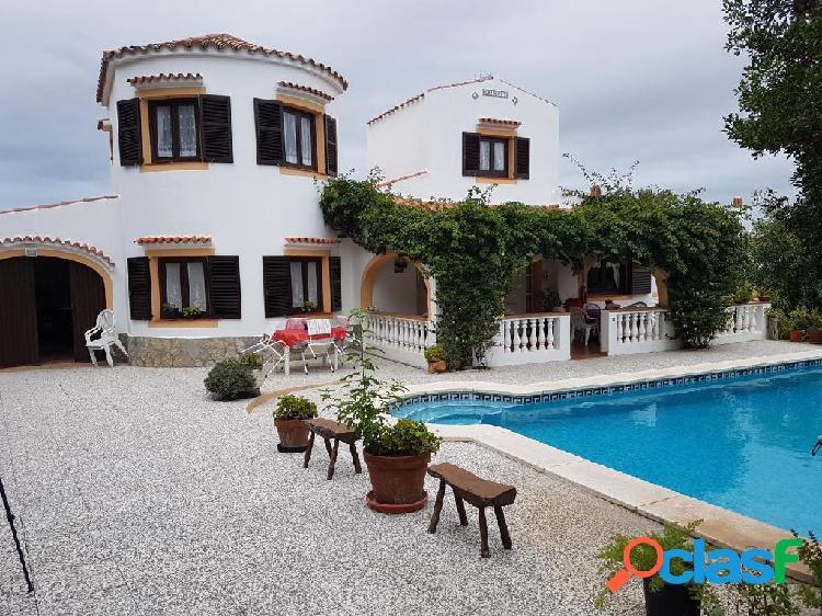Bonito chalet de 5 habitaciones y 2 baños en Ciutadella de