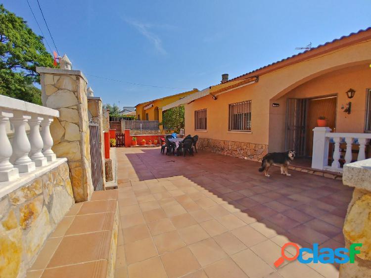 Buena casa con jardín patio huerto, piscina y bonitas
