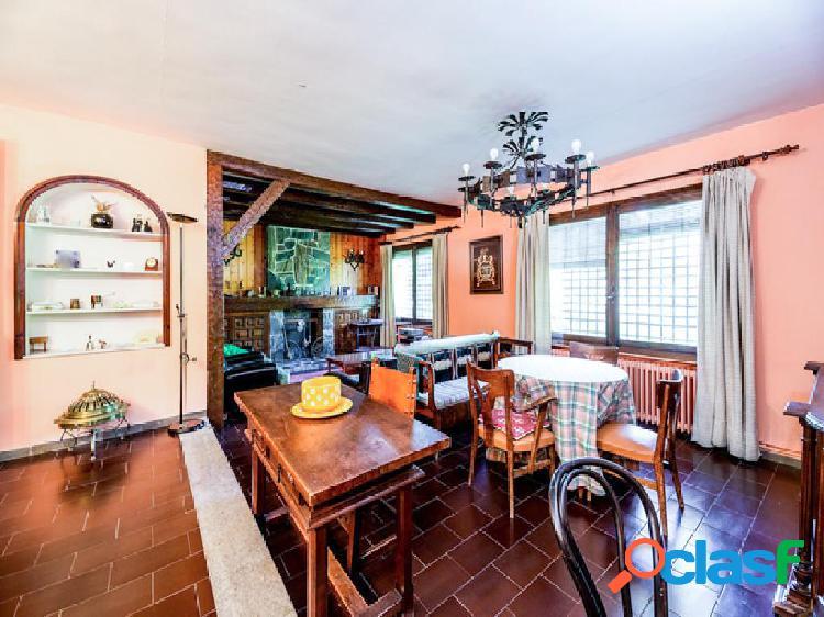 Casa en venta de 260 m2 en Calle Peña Ubiña 309, bloque