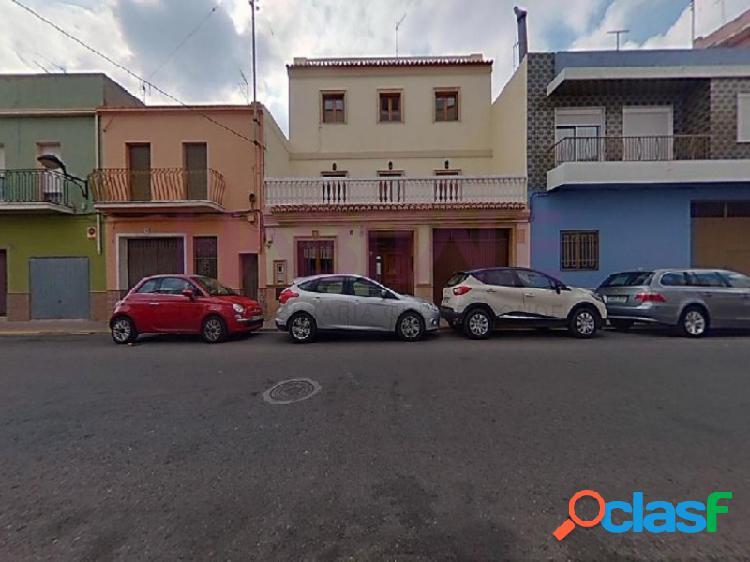 Casa en venta en Algemesí.