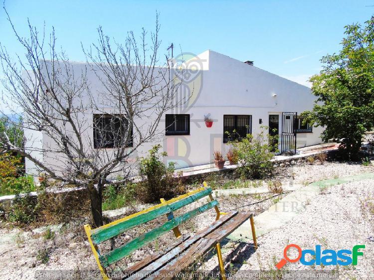 Casa en venta en Segur de Calafell. Mucho terreno y árboles
