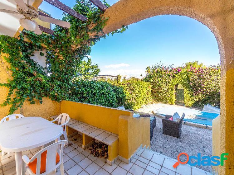Chalet en venta de 250 m² en Avenida del Cabo, 03189