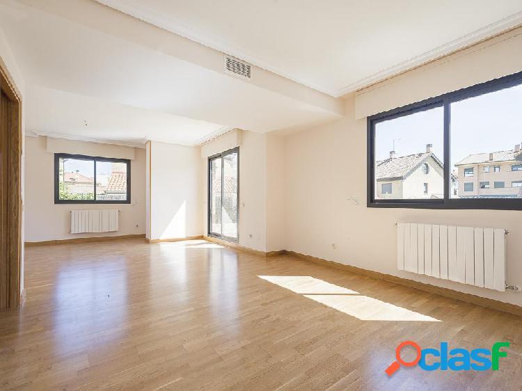 Chalet en venta de 269 m² en Calle Sierra de Albarracín,