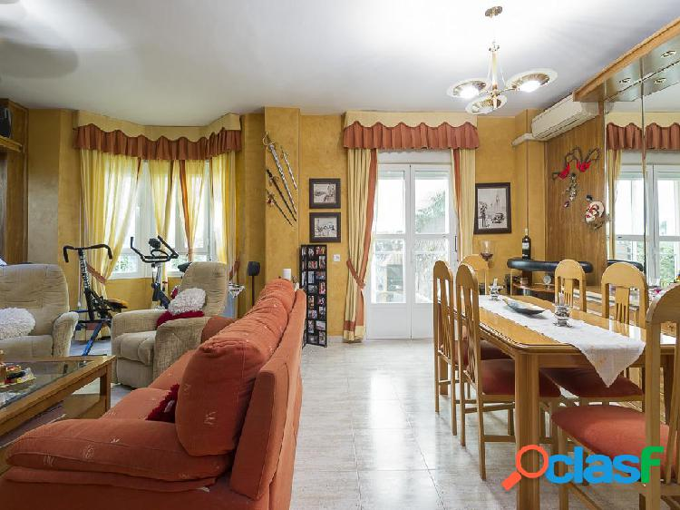 Chalet en venta de 285 m² en Calle Miguel de Unamuno, 28813