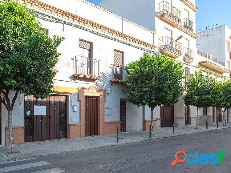 Chalet en venta de 305 m2 en Avenida Andalucia 18, 41710