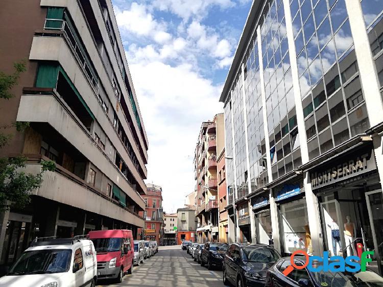 En pleno centro de Manresa, local comercial en alquiler.