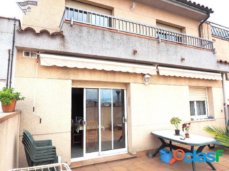 Espectacular casa 4 hab dobles, 2 baños, terraza y parking