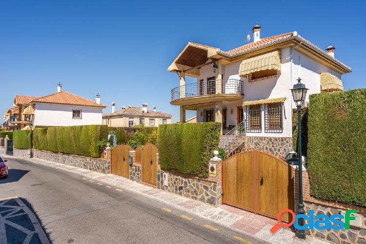 Espectacular vivienda a la entrada de Cájar con calidades