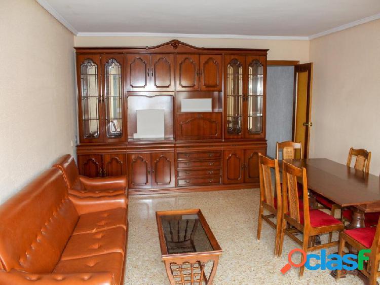 Estupendo piso a la venta en Avenida Daniel Gil de