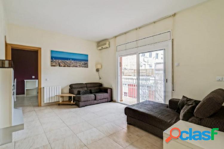 Fantástico piso en venta reformado en Gràcia.