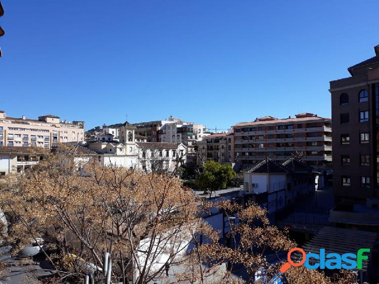 Gran piso de 4 dormitorios en pleno centro de Granada