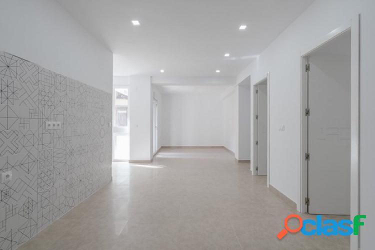 Inmobiliaria García Delgado vende piso en Granada. Zona
