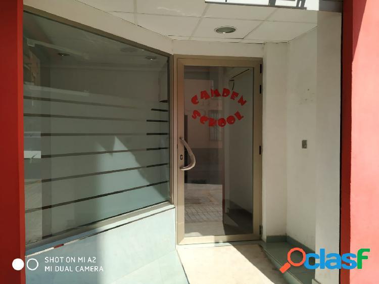 LOCAL COMERCIAL ACONDICIONADO PARA OFICINA EN ZONA COMERCIAL