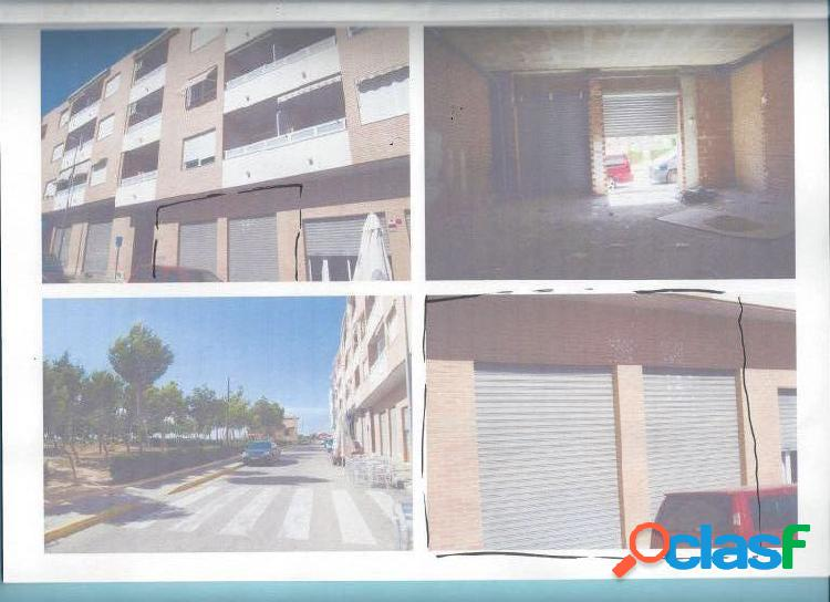 LOCAL COMERCIAL EN LOS MONTESINOS,FRENTE AL PARQUE NORTE