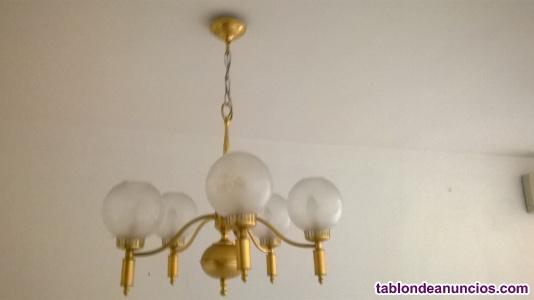 Lámpara dorada de 5 brazos con tulipas