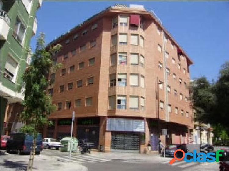 Local comercial sito en la calle Colon Esquina Calderon de