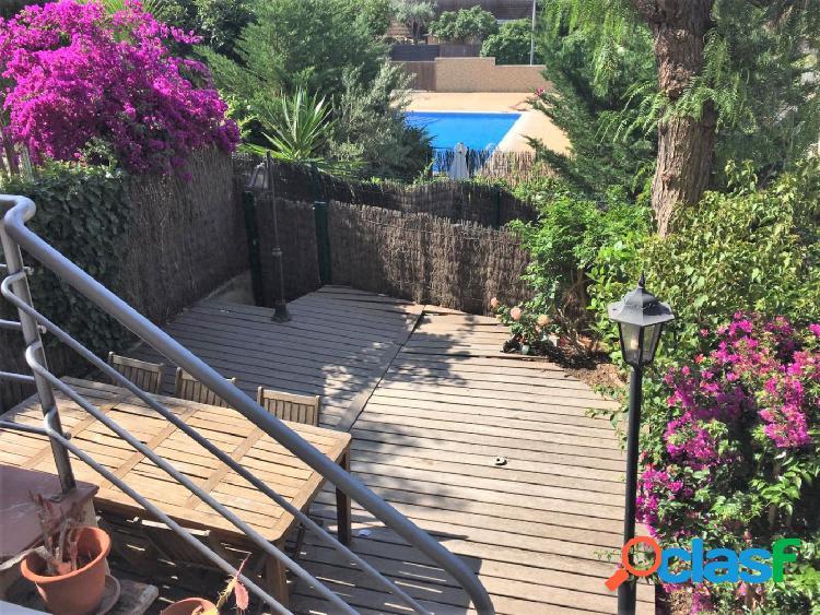 Luminosa casa con garaje y piscina comunitaria en Quint Mar,
