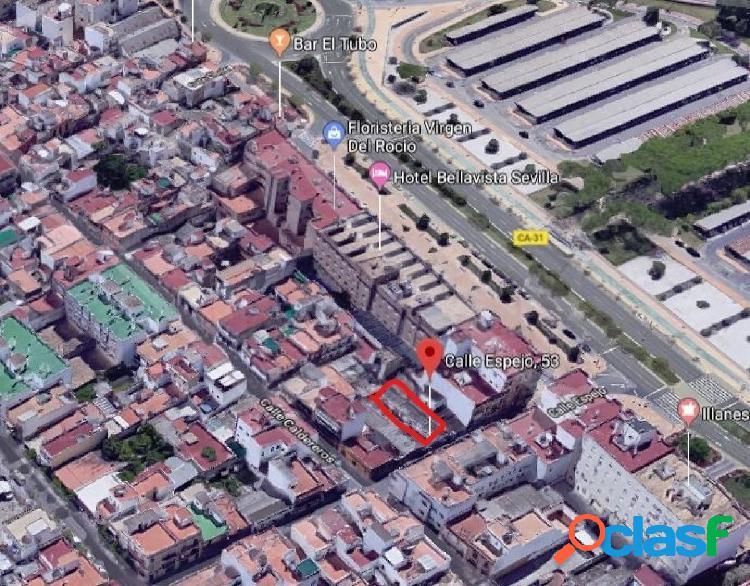 Parcela de terreno urbana de 192 m2 frente al hospital de