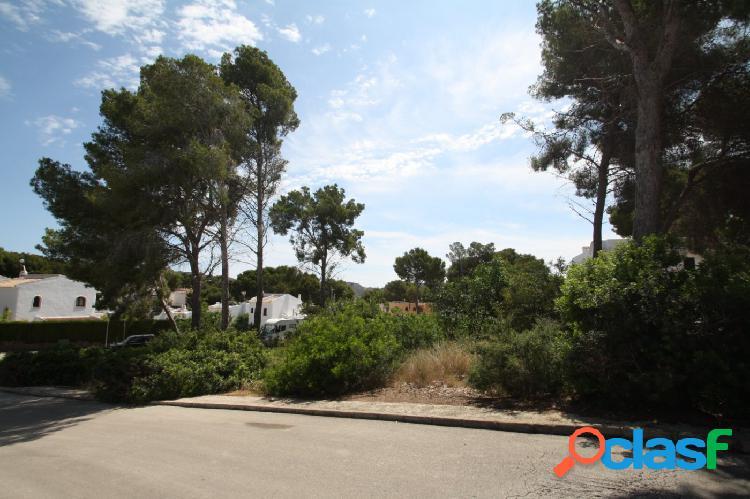 Parcela urbana cerca playa Playetes, Moraira