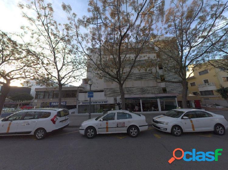 Parking en explotación situado en los bajos de un edificio