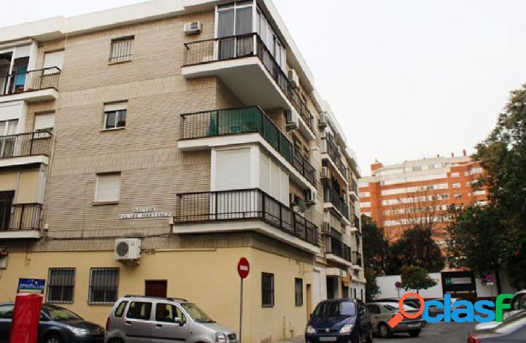 Piso en Venta en Calle Penibetica, Sevilla