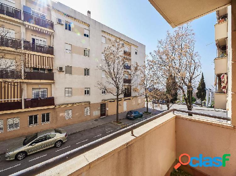 Piso en venta de 90 m2 en Calle Alcalá La Real, Granada.