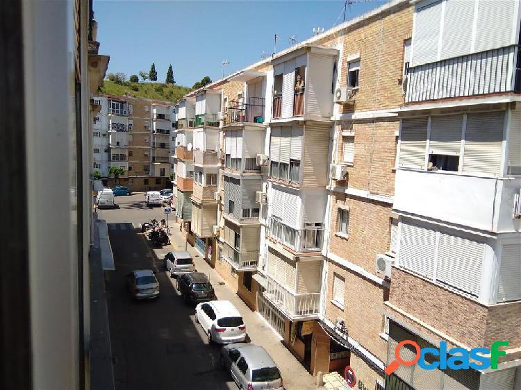 Piso en venta en San Juan de Aznalfarache, Sevilla en Calle