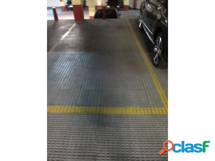 Plaza de garaje para coche grande en el centro de Bilbao. Al