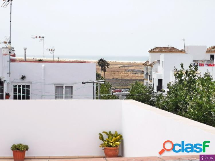 Preciosa casa de pueblo con vistas al mar.