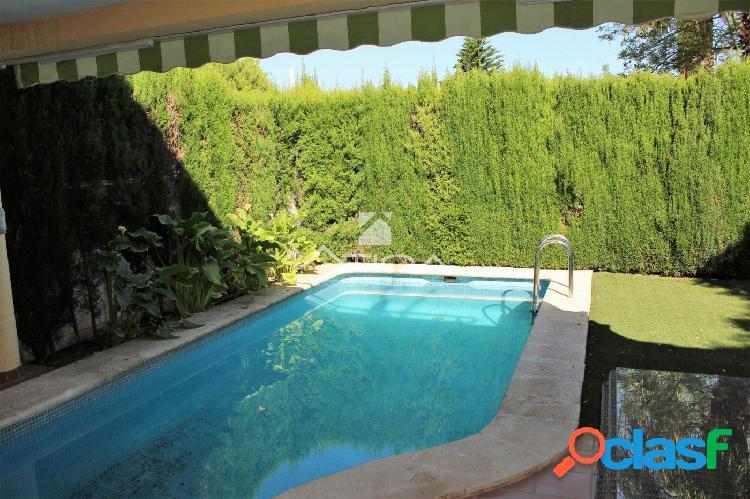 Precioso chalet con jardín de 70 m2 situado en zona La